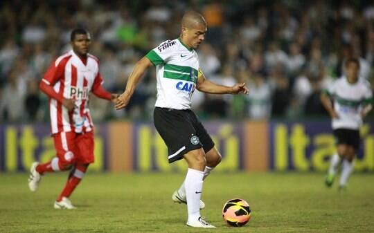 Antes de parada, liderança do Brasileirão fica entre Coritiba e Fluminense - Futebol - iG