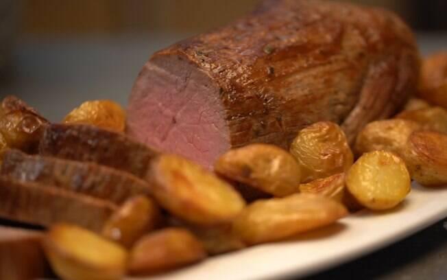 Clique aqui e veja como fazer carne assada com batatas