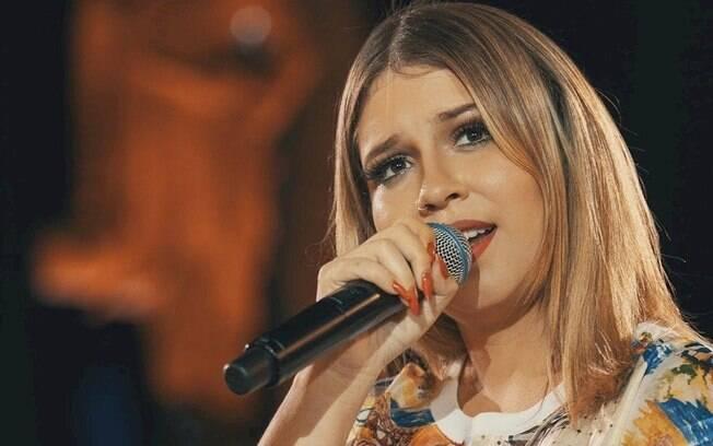 Marília Mendonça anuncia live com