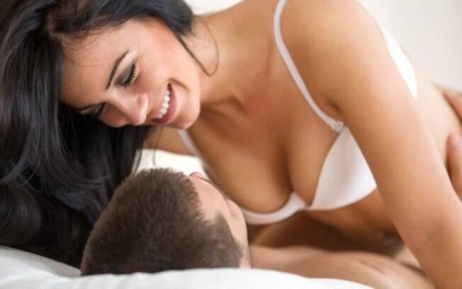 Posição da mulher durante o sexo pode facilitar lesão