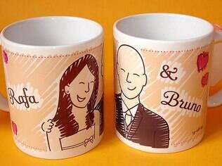 Lembrancinhas, como canecas de porcelana com caricatura dos noivos, também estão entre as ofertas mais procuradas. De Carinhas Personalizadas