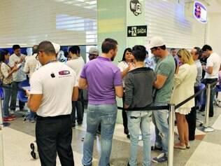 Pressa. Consumidores fazem fila na loja da Tim do BH Shopping para garantir o novo modelo do telefone da Apple