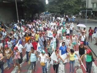 Após assembleia, agentes saem às ruas com destino à Secretaria Municipal de Saúde