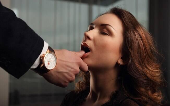 Na lista dos desejos sexuais e fetiches, jogos de poder entre duas pessoas está em terceiro lugar