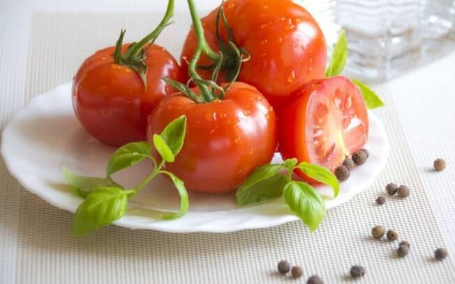 Há diversos usos para o tomate, saiba alguns perfeitos para você!
