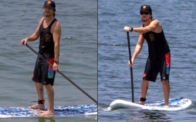 Eddie Vedder surfa no Rio