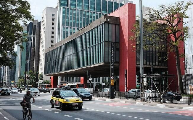 O prédio do MASP foi projetado pela arquiteta Lina Bo Bardi