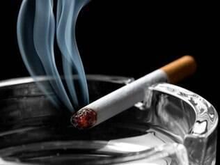 Pacientes com câncer não para de fumar