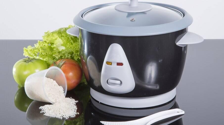 A panela de arroz elétrica também possibilita o preparo de outros alimentos