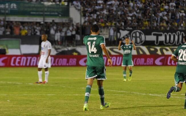 Atacante Alan Kardec comemora o primeiro gol  do Palmeiras contra o ABC