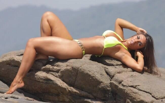Banho de lua é opção para clarear os pelos antes de curtir a praia. A modelo Nicole Bahls (foto) e a apresentadora Adriane Galisteu são adeptas