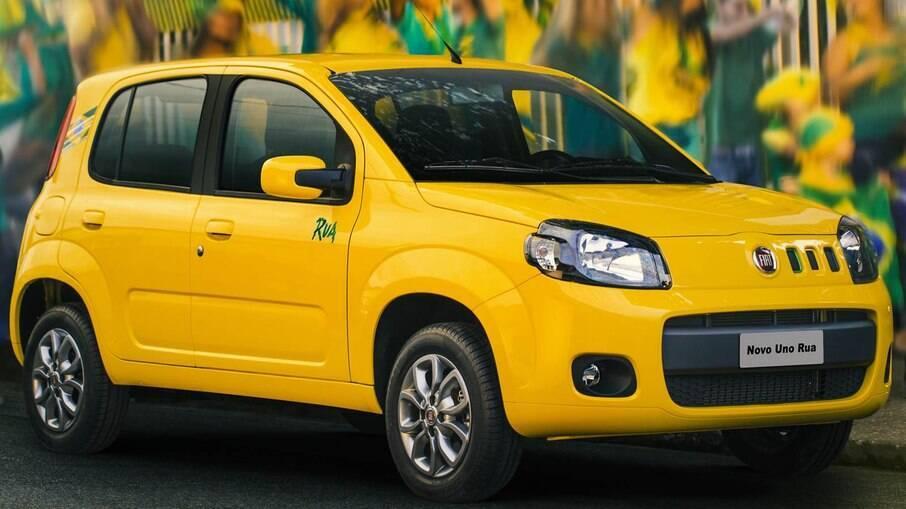 A Fiat apostou no Uno Rua, versão que comemorava a realização da Copa do Mundo de 2014 no Brasil