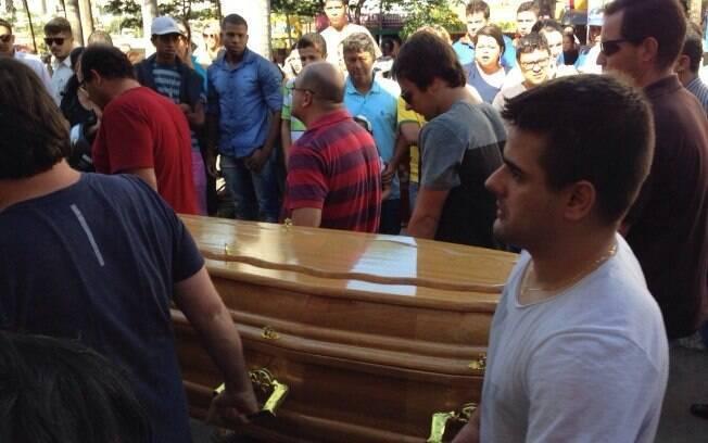 Corpo de Allana foi enterrado na manhã desta quinta-feira (25) em Goiânia. Foto: Clenon Ferreira/iG