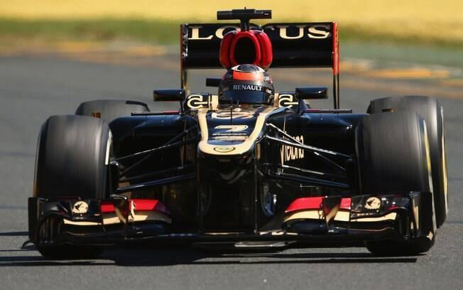 Kimi Raikkonen, da Lotus, é um dos candidatos  a título e começou bem a temporada, com a quarta  colocação nos treinos