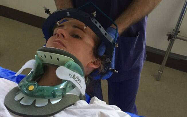 Depois de espirrar e quebrar o pescoço, australiana teve que passar por longo processo de recuperação