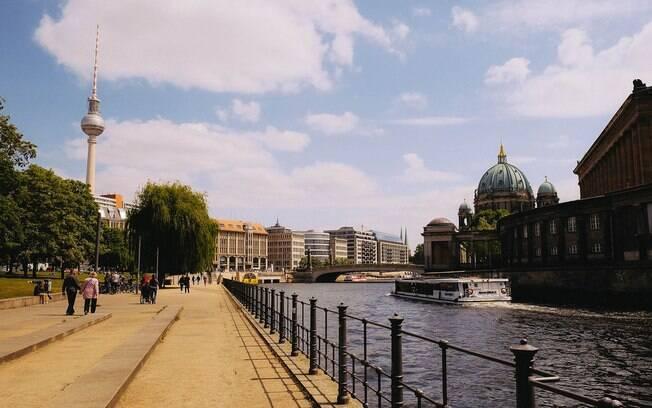 Torre de TV é um ponto turístico de Berlim