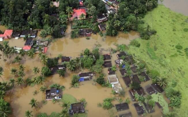 As chuvas na Índia deixaram mais de 200 mil desabrigados no estado de Kerala, no sul do país