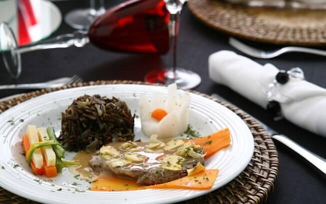 Serviço de mesa com pratos fechados diminui os custos