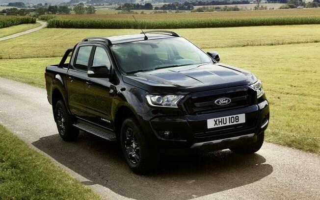 Ford Ranger Black Edition vem com uma série de detalhes pintados de preto para ficar mais esportiva