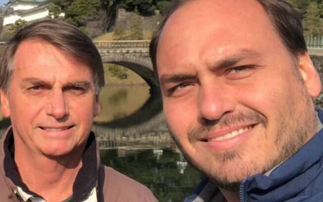 Carlos Bolsonaro criticou o governador João Doria para defender o pai, Jair