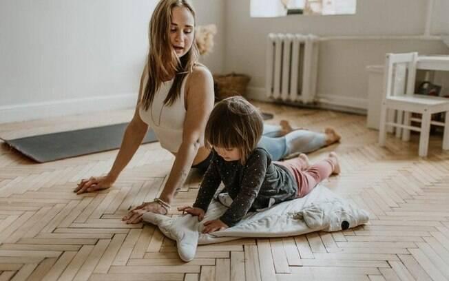 Dor nas costas? 6 poses de yoga para melhorar a postura