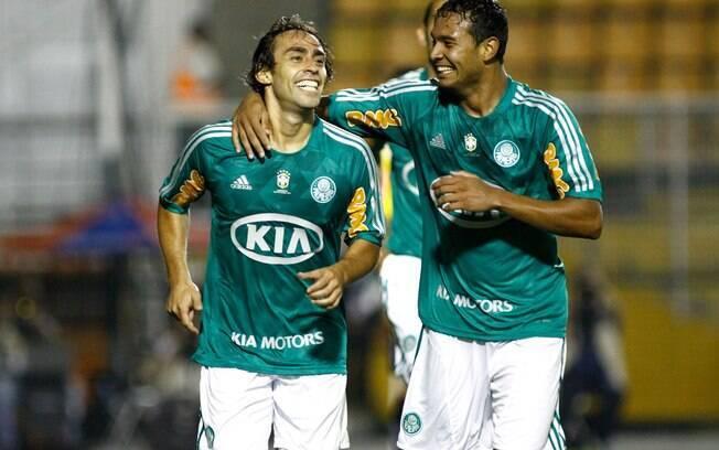 Valdivia comemora com Vinicius gol do  Palmeiras