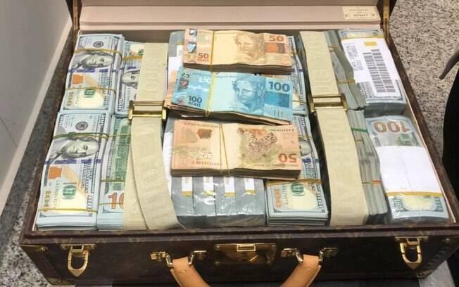 Malas apreendidas pela PF continham dinheiro em dólares e em reais