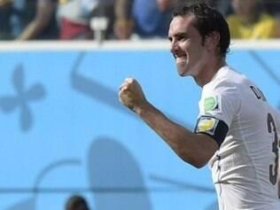Zagueiro uruguaio foi mais uma vez decisivo