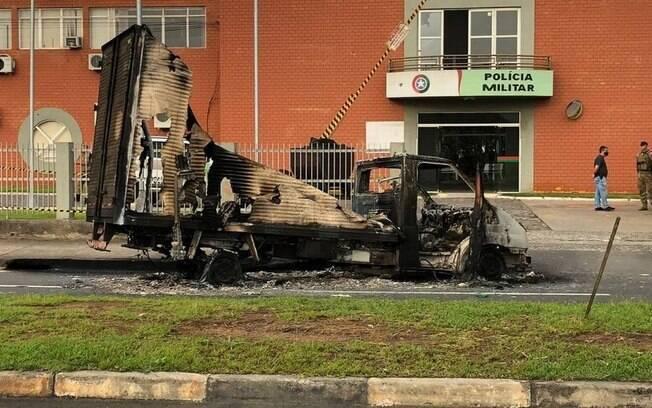 Veículo incendiado durante assalto em Criciúma (SC)