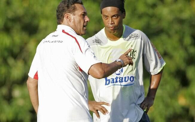 O Grêmio chegou a armar uma festa no Olímpico para anunciar a volta de Ronaldinho, que assinou com o Flamengo no fim de 2011. Foto: Vipcomm