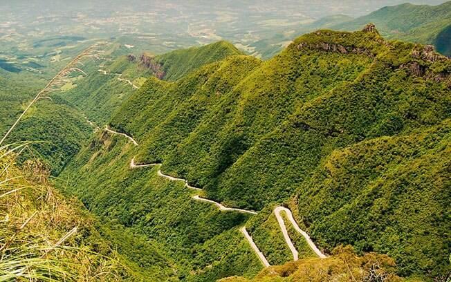 É unanimidade que a estrada da Serra do Rio do Rastro é a rodovia mais bela do Brasil. Suas 248 curvas são ótimas para quem gosta de dirigir.