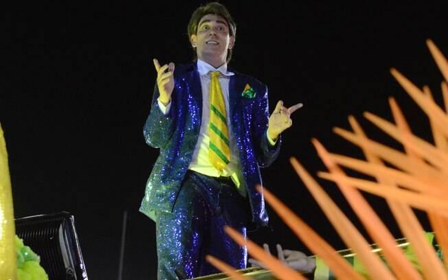 Marcelo Adnet desfila na Sapucaí pela São Clemente