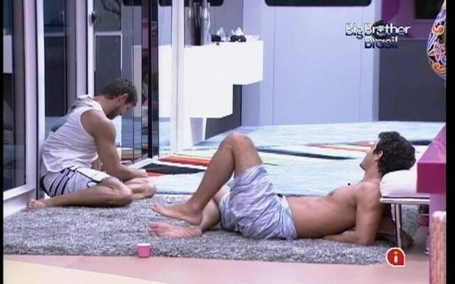 Fael afirma que Fabiana passou na frente dele e de Kelly na Prova da Comida