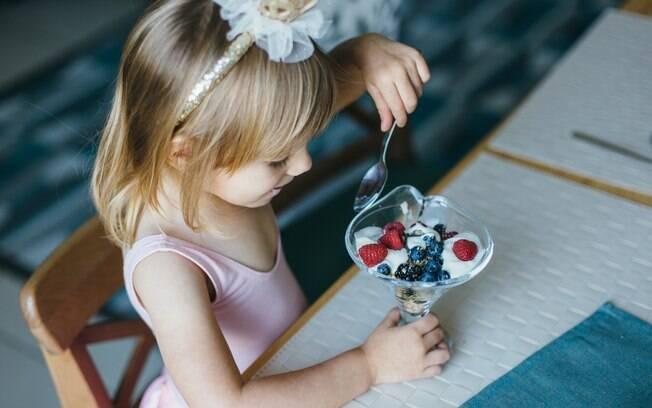 Alimentação das crianças também deve ser uma preocupação dos pais durante as festas de carnaval, até pelo calor da época