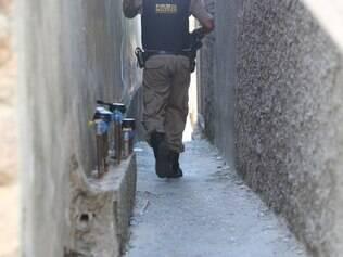 CIDADES CONTAGEM MG: HOMICIDIO NO PARQUE SAO SOAO EM CONTAGEM.  FOTOS: DENILTON DIAS / O TEMPO / 22.11.2014