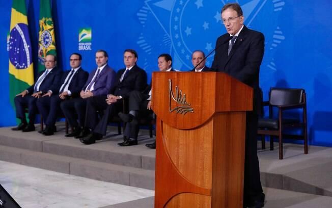 Floriano Peixoto deixou a Secretaria-Geral da Presidência da República e assumiu o comando dos Correios