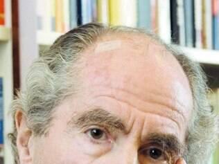 Philip Roth tem seu senso de autoproteção revelado em livro