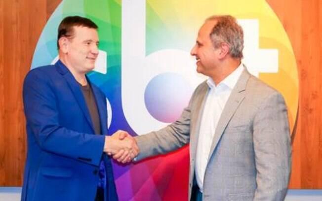 Roberto Cabrini renova contrato com o SBT