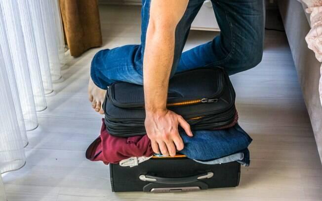 Arrumar a mala alguns dias antes da viagem é o mais indicado para evitar levar itens desnecessários para o destino