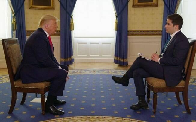 Entrevista foi marcada por embates feitos por Jonathan Shaw a Donald Trump