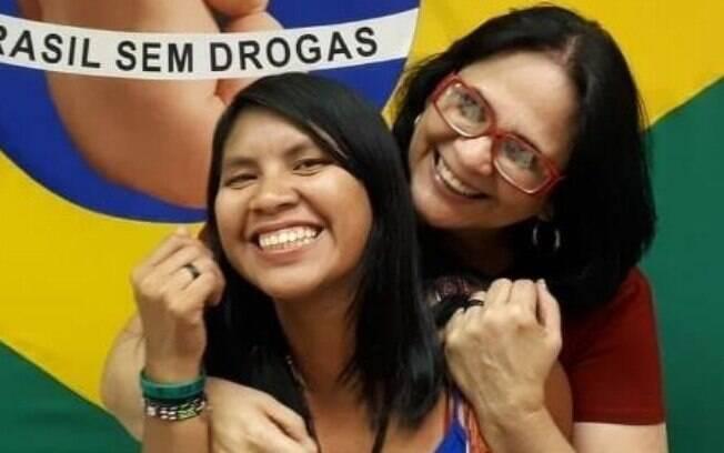 A ministra Damares Alves e a filha