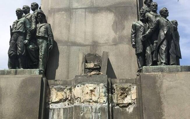 A estátua pesava 400 quilos e tinha 2,5 metros de altura