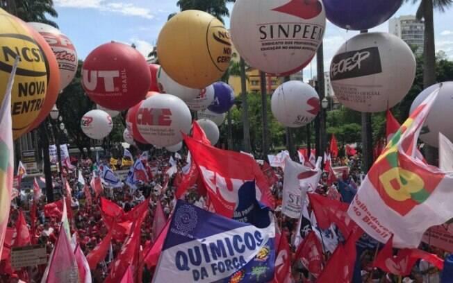 MP assinada por Bolsonaro proíbe que o valor da contribuição sindical seja descontado diretamente dos salários