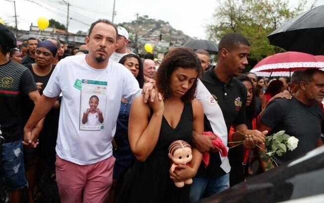 Corpo de Ágatha, de apenas oito anos, foi enterrado no Rio de Janeiro