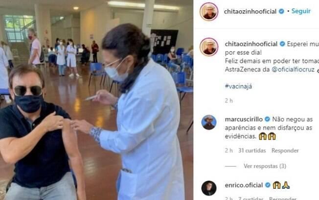 Chitãozinho recebe vacina e comemora