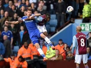 Chelsea acabou surpreendido pelo Aston Villa e agora seca rivais na luta pelo título da Premier League