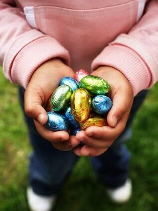 Ovos de chocolate: faça em casa com as crianças