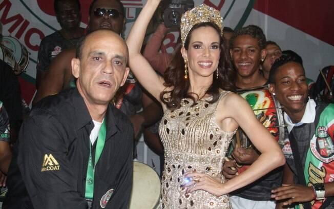Ana Furtado é coroada rainha de bateria da Grande Rio