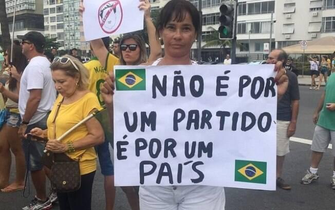 Solange Couto também aderiu ao protesto neste domingo (15)