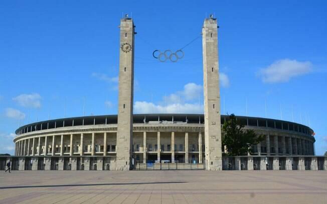 O estádio Olímpico de Berlin foi construído pelo regime nazista e é a casa do Hertha Berliner, time de Hitler